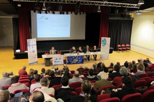 Coup d'envoi du programme Life Haute Dronne à la salle culturelle de La Coquille ( Dordogne) en présence de toutes les parties prenantes.